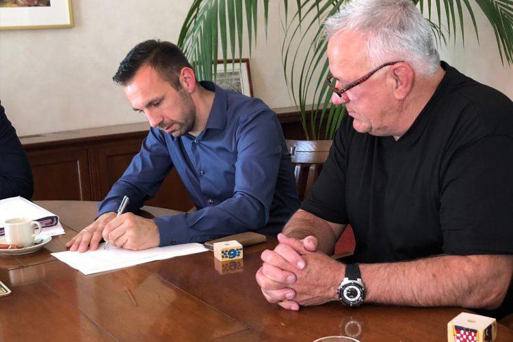 Per 24 mei jl. wordt Technisch Bureau W. Janssen BV officieel is overgenomen door Thierry Staallekker.